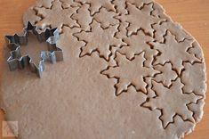 Turta dulce - CAIETUL CU RETETE Gingerbread Cookies, Cookie Cutters, Desserts, Blog, Sweet Desserts, Gingerbread Cupcakes, Tailgate Desserts, Deserts, Postres