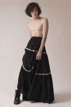 androgynous fashion men in skirts Queer Fashion, Androgynous Fashion, Fashion Men, Androgyny, Androgynous People, Butch Fashion, Androgynous Models, Fashion Poses, Urban Fashion