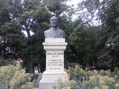 Busto de Andrés Eloy Blanco.