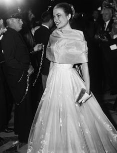 Grace Kelly at the Oscars in 1956 .....THE ORIGINAL GRACE> Oh how beautiful!