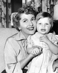 Joan Fontaine with her daughter