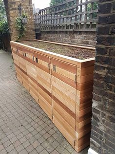 Bespoke Cedar Bin Store Bespoke Cedar Bin Store - Costura Tutorial and Ideas Garden Storage Shed, Bike Storage, Storage Bins, Bin Storage Ideas Wheelie, Bin Store Garden, Bin Shed, Garbage Can Storage, Steel Sheds, Wood Store