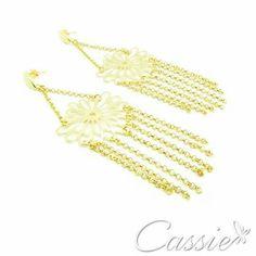 Bom dia!!!!   Tenha um excelente domingo!!!  Passe em nossa loja  www.cassie.com.br e pague em até 10x sem juros.  Frete grátis para compras acima de R$ 150,00!!!   Entrega para todo Brasil.   Semijoias folheadas a ouro com garantia.  Bolsas e Clutches de arrasar.   #Cassie #semijoias #acessórios #moda #fashion #estilo #instamoda #inspiração #tendências #trends #linda #fiquelinda #domingo #sol #calor #instalook #lookdodia #lookinspiração #euquero #amo #folheado #dourado