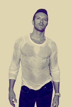 Chris Martin, i've been teeling that he has been working out lately, @Alexandra Mouta and @Ana Marques