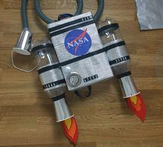 Zainetto astronauta Nasa Costume, Diy Astronaut Costume, Astronaut Diy, Creation Preschool Craft, Preschool Crafts, Space Party, Space Theme, Diy For Kids, Crafts For Kids