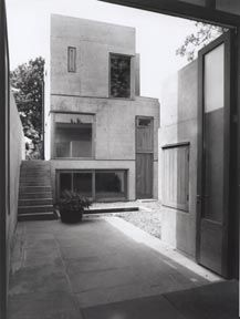 Hudson House, by O'Donnell + Tuomey (1998).