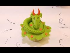 How to Sculpt a Dragon Cupcake Topper - Project Cupcake with Mike McCarey (uses modeling chocolate) Dragon Cupcakes, Giant Cupcakes, Fun Cupcakes, Cupcake Cookies, Cupcake Toppers, Cupcake Wars, Cupcake Ideas, Dragon Birthday, Dragon Party