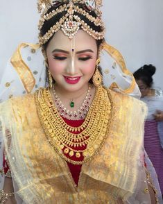 A traditional Manipuri bride dons a skirt called Raslila on her wedding occasion. Cutwork Blouse Designs, Bengali Bridal Makeup, South Indian Bridal Jewellery, Indian Wedding Photography Poses, Indian Wedding Fashion, Indian Bride And Groom, Wedding Costumes, Indian Beauty Saree, Traditional Dresses