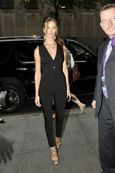 Rosie looked sexy in a pair of black cigarette pants for the Jimmy Fallon Show.  Brand: Dolce and Gabbana