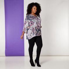 Deze chique blouse van kunstzijde heeft een rimpeling aan de halslijn en wijde 3/4 mouwen. De blouse is licht doorschijnend. Wij raden u daarom aan om... Bekijk op http://www.grotematenwebshop.nl/product/blouse-van-x-two-voor-vrouwen-met-grote-maten-13/
