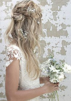 Long Wedding Hairstyles via Vanessa Barney hair / http://www.himisspuff.com/vanessa-barney-wedding-hairstyles/10/