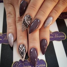 Stiletto prune parme paillettes et nail art