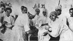 Çanakkale Savaşı sırasında yaralanan bir asker tedavi edilirken