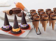 Halloween Witch Hat Cupcake Cones potter halloween desserts Witch Hat Cupcakes With Cones - Halloween Cupcakes Comida De Halloween Ideas, Halloween Torte, Dulces Halloween, Bolo Halloween, Postres Halloween, Halloween Celebration, Halloween Food For Party, Halloween Kids, Halloween Cookies