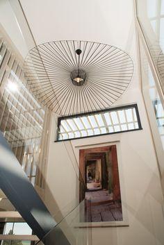 Maison d'hôtes Villa Lascaux, maison design en bois, verre et métal. décoration intérieur ambiance zen élégance et transparence.