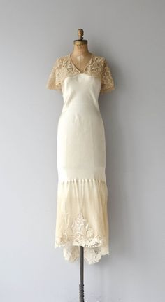 Béatitude wedding gown vintage wedding dress by DearGolden Love Clothing, Vintage Clothing, Vintage Dresses, Vintage Outfits, 1930s Fashion, Timeless Fashion, Vintage Fashion, 1930s Wedding, Wedding Gowns