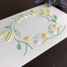 ☆ケント紙に刺繍で春をイメージしたリース を描きました。 新生活や旅立ちの贈り物にメッセージを添 えてはいかがでしょうか? もちろん季節を問わず、お誕生日カード・ ありがとうカードなどにお使いいただけま す。☆ご注文いただいてから...