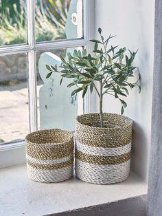 Comment fabriquer un panier cache-pot ? Rope Basket, Basket Weaving, Rope Crafts, Diy Crafts, Diy Bedroom Decor, Diy Home Decor, Ikea Picture Ledge, Ikea Pictures, Diy Storage