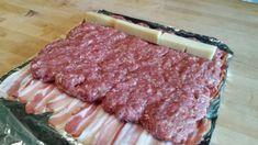 Do plátkov slaniny len zabaľte mleté mäso a dajte do rúry: Toto je tá najšťavnatešia roláda pod slnkom! Ham, Pork, Food And Drink, Low Carb, Cooking Recipes, Sweets, Beef, Meals, Snacks