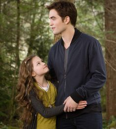 "New ""Breaking Dawn - Part 2"" pics: Renesmee and Edward"