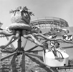 Octopus Ride at Pacific Ocean Park, Santa Monica - 1961! Looks a tad like Inkie, doesn't it?