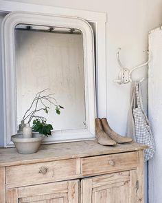 Elsie Green (@elsie_green) • Instagram photos and videos Vintage Home Decor, Vintage Furniture, French Vintage, Vintage Art, Home Decor Online, Vintage Glassware, Online Furniture, Kids Bedroom, Modern Farmhouse