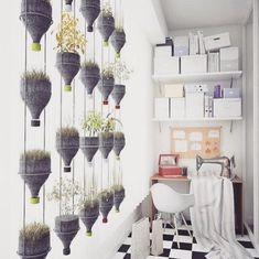 30 Amazing DIY Decorating Ideas With Recycled Plastic Bottles Plastic Bottle Planter, Reuse Plastic Bottles, Recycled Bottles, Jardim Vertical Diy, Vertical Garden Diy, Cheap Christmas Ornaments, Garden Ideas To Make, Hanging Pots, Living Room Inspiration