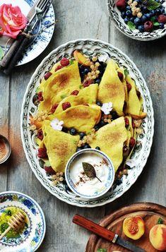 naleśniki jaglane z malinami i borówką