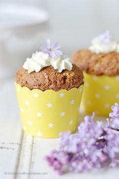 Rezept für supersaftige Möhren-Cupcakes. Die schmecken nicht nur zu Ostern, sondern auch im Sommer, Herbst, Winter ... Ich könnte sie jeden Tag essen.
