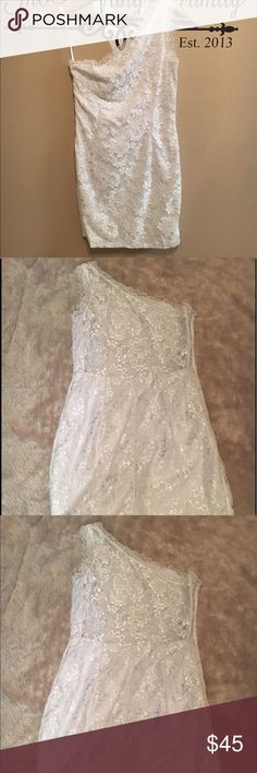 White Lace Jessica McClintock For Gunne Sax size 7 This is such a beautiful one shoulder dress. It is a vintage Jessica McClintock dress for Gunne Sax. Very rare and can be worn for evening dinners or bridal shower. It is in a size 7. The back is see through with beautiful Lace. Jessica Mcclintock for Gunne Sax Dresses One Shoulder