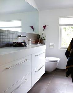 ↗️ 56 Sample Bathroom Vanities and Sinks Ideas 6116 Modern Bathroom, Small Bathroom, Bathroom Ideas, Bathroom Vanities, Bathroom Remodeling, Bathroom Splashback, Floating Cabinets, Laundry Room Bathroom, Bath Room