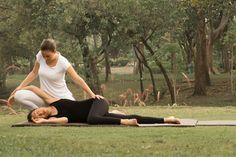 Thai Yoga Massagem por Professora Barbara Santos. www.espaconibbana.com.br  #barbaranibbana #espaconibbana