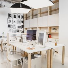 What an #inspiring #office for talented #photographers @casualfridaystudios ! The office is quite small but with some good #ideas and #smart #furniture from #Lundia everything fits! Thanks for the #picture @antonsucksdorff #lundiaclassic #workspace #shelf #desk #officespace #foreveryours #madeinfinland #modernclassics