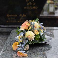Funeral Flower Arrangements, Beautiful Flower Arrangements, Funeral Flowers, Floral Arrangements, Beautiful Flowers, Grave Decorations, Day Lilies, Fall Flowers, Ikebana