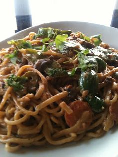 HEALTHY TASTY EATS!: Veggie Thai Peanut Noodles - Vegetarian Style