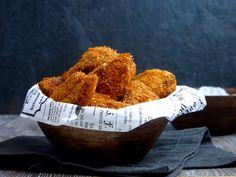 Itse tehdyt rapean mausteiset kananugetit maistuu ihan mielettömän hyvältä ja ne sopivat täydellisesti viikonlopun naposteluihin. Nugettejen valmistus on todella helppoa! Kanan fileitä dippailaan kulhosta toiseen ja sitten vaan lopuksi uuniin. Kananugetit voi toki friteerata öljyssä, mutta uunissa valmistetut nugetit ovat vähärasvaisempia ja näin ollen terveellisempiä. Nugetit saa uunissa hyvän rapsakkuuden, koska ne kuorrutetaan mausteisella Corn...Read More
