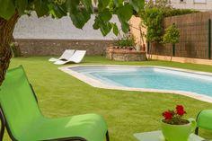 Flâner autour de sa #piscine, sans la contrainte de l'entretien du #gazon