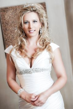 A few simple and easy tips to help you look your best in your wedding dress. Warren James, One Shoulder Wedding Dress, Articles, Wedding Dresses, Blog, Fun, Fashion, Bride Dresses, Moda