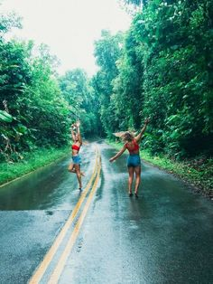 There's no one like your BFF! They will always have your back and get you through the good & the tough times. Here some cute phot ideas for that BFF goal! Photos Bff, Best Friend Photos, Best Friend Goals, Friend Pics, Bff Pics, Cute Friends, Best Friends, Shotting Photo, Cute Friend Pictures