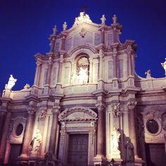 Il duomo di Catania di sera 2