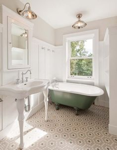 Simple Home Decor Do's and Don'ts of tiling a small bathroom. This is a great tile design for a traditional bathroom.Simple Home Decor Do's and Don'ts of tiling a small bathroom. This is a great tile design for a traditional bathroom. Penny Tile Floors, Bathroom Floor Tiles, Light Bathroom, Bathroom Lighting, Wainscoting Bathroom, Mirror Bathroom, Simple Bathroom, Bathroom Cabinets, Floor Sink