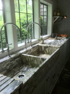 perhaps my most favorite kitchen sinks and drain boards ever. ever. I wonder what it's made of?
