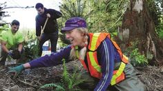 There are a variety of rewarding opportunities for volunteers in District parks. Learn how you can help contribute to the beauty of our parks, and apply. Vancouver Hiking, North Vancouver, Parks, Parkas