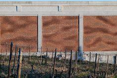 Kitrvs winery's facades built from 13,596 individually rotated bricks. Brick Facade, Brick Wall, Construction Images, Digital Fabrication, Colossal Art, Exterior, Facade Design, Building Materials, Design Process