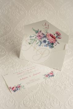 Προσκλητήριο γάμου με μοντέρνο σχέδιο και εντυπωσιακή εκτύπωση με φλοράλ σχέδιο στο εσωτερικό του φακέλου και την κάρτα. Elegant wedding invitation with floral embellishment. #weddinginvitations #invitations #floraldesign