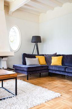Inspiratie voor uw nieuwe houten vloer! - Knulst Houten Vloeren Couch, Throw Pillows, Furniture, Home Decor, Settee, Toss Pillows, Decoration Home, Sofa, Cushions