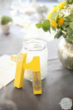 Décoration en Jaune & Gris, wedding, centerpiece, table, numero table, mariage, yellow, jaune, gris, grey, décoration mariage, lettres peintes
