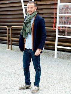 ネイビージャケット+デニム、晩秋の鉄板スタイル!