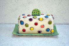 Coloré Polka Dot poterie beurrier fabriqués sur commande