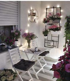 New apartment patio decor ideas outdoor 65 ideas Apartment Balcony Garden, Apartment Balcony Decorating, Apartment Balconies, Cozy Apartment, Apartment Ideas, Small Balcony Design, Small Balcony Decor, Small Apartment Design, Balcony Ideas